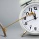 تعویق، درنگ، دیر ≠ تعجیل، تسریع تاخیر تعلل، دفعالوقت، طفره، مماطله مطال دیرکرد دیرآمد مهلت، فرصت تاخیر دیر کردن عقب انداختن