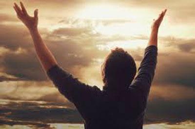 دعا از روی تضرع و زاری. پرستش آفرین؛ ستایش آفرین، پرستش، دعا، سبحه، طاعت، عبادت، عبودیت، مناجات، نماز، ورد