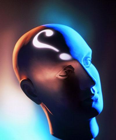 فلسفه شخصی علمی که در مبادی و حقایق اشیا و علل وجود آنها بحث میکند؛ تفکر و تعمق و تفنن در مسائل علمیه؛ حکمت. ۲. [عامیانه] علت.هیات، حکمت ۲. راز، سر