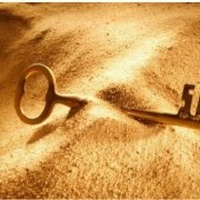 در آموزش تمرکز شاه کلید موفقیت به مباحثی همچون: اجرای قانون تمرکز در زندگی شما، کانون تمرکز چیه؟، کانون تمرکز در زندگی شما چه موقع اتفاق میوفته؟، چرا بایستی تمرکز کردن رو یاد بگیریم؟، چگونه شما تمرکز خود را از دست می دهید؟، راهکارهای شگفت انگیز افزایش تمرکز:۱)مشخص کردن یک هدف واحد ۲)کارهای مهم را انجام دهید ۳)یک چرایی پیدا کنید ۴)چگونه مراقبه کنیم؟، باهم بررسی می کنیم با ما همراه باشید:
