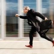 آثار و راههای مقابله با عجله کردن و عجول بودن به مباحثی همچون:عجله کردن در زندگی، چرا شما در زندگیتون عجله می کنید؟، تأثیر عجول بودن در زندگی شما، اولینتأثیر عجله کردننداشتن تمرکز، دومین تأثیر عجله کردنتأخیر در کارهاست، سومین تأثیر عجله کردن نگرفتن نتیجه هستش، چهارمین تأثیر عجله کردن لذت نبردن از مسیر و زندگی،
