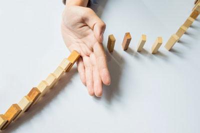 در آموزش تغییر به مباحث تغییر یعنی چی؟ چطور میتونیم تغییر کنیم و به موفقیت برسیم؟ و زندگی عالی داشته باشیم، فواید و نتایج تغییر